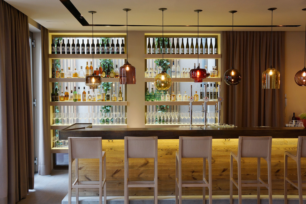 architect-and-friends-hotel-dollerer-niche-modern-pendant-bar ...
