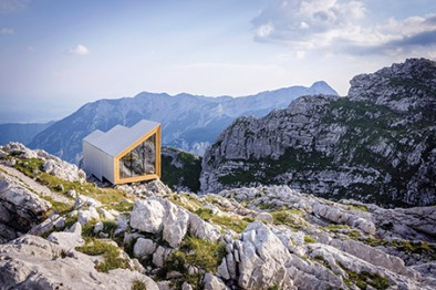11_alpine-shelter-under-skuta-mountain